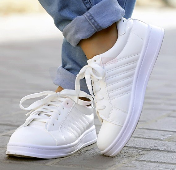 Ladies Sports Shoes White Size US 40-L172