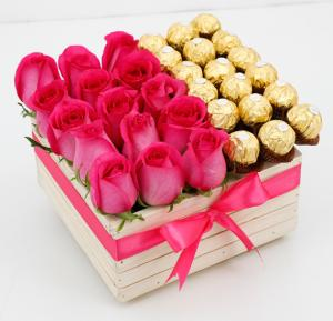 Black Tulip Flowers Fuchsia Rose In A Wooden Box With Ferrero, Bt_Fl_0s89