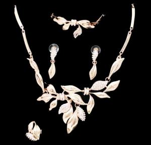 A&H 18K Gold Plated Jewelry Set For Women With Leaf Design - 1W140