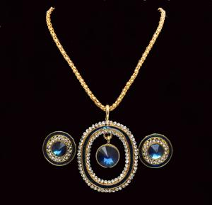 Gold Plated Fancy Jewelry With Round Pendant for Women - JWL18