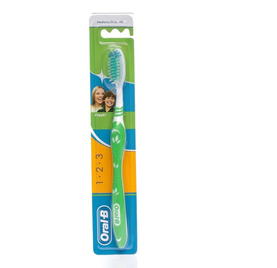 Oral-B 3-Effect Natural Fresh Toothbrush - 40 Medium - 28138