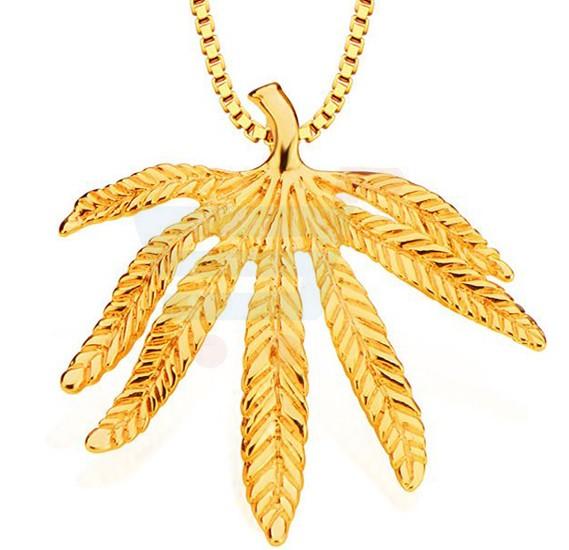 18k Gold Plated Fine Craftsmanship Mapple Leaf Pendant Necklace